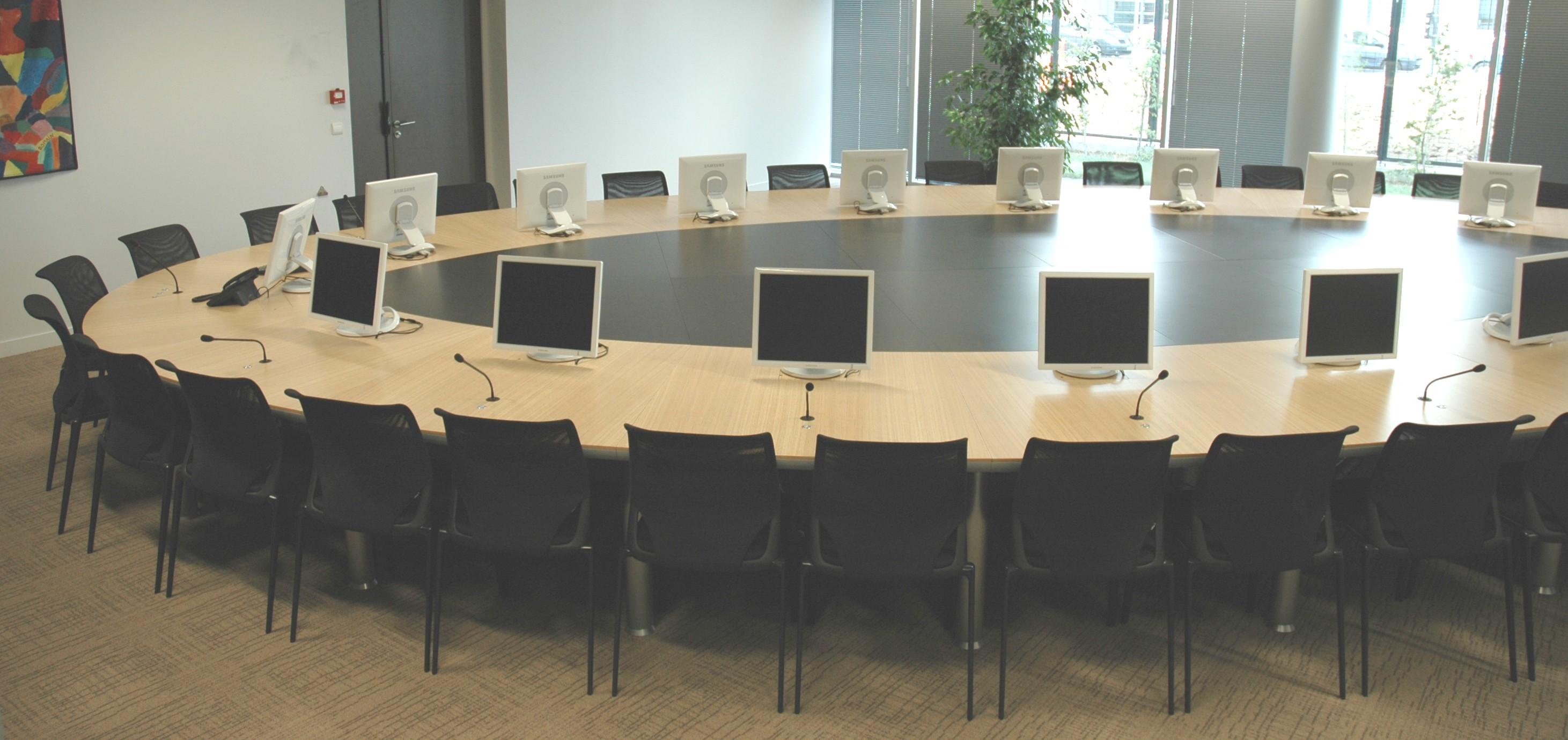 J card 5 estudio de planificaci n y venta de mobiliario for Mobiliario de oficina mesas