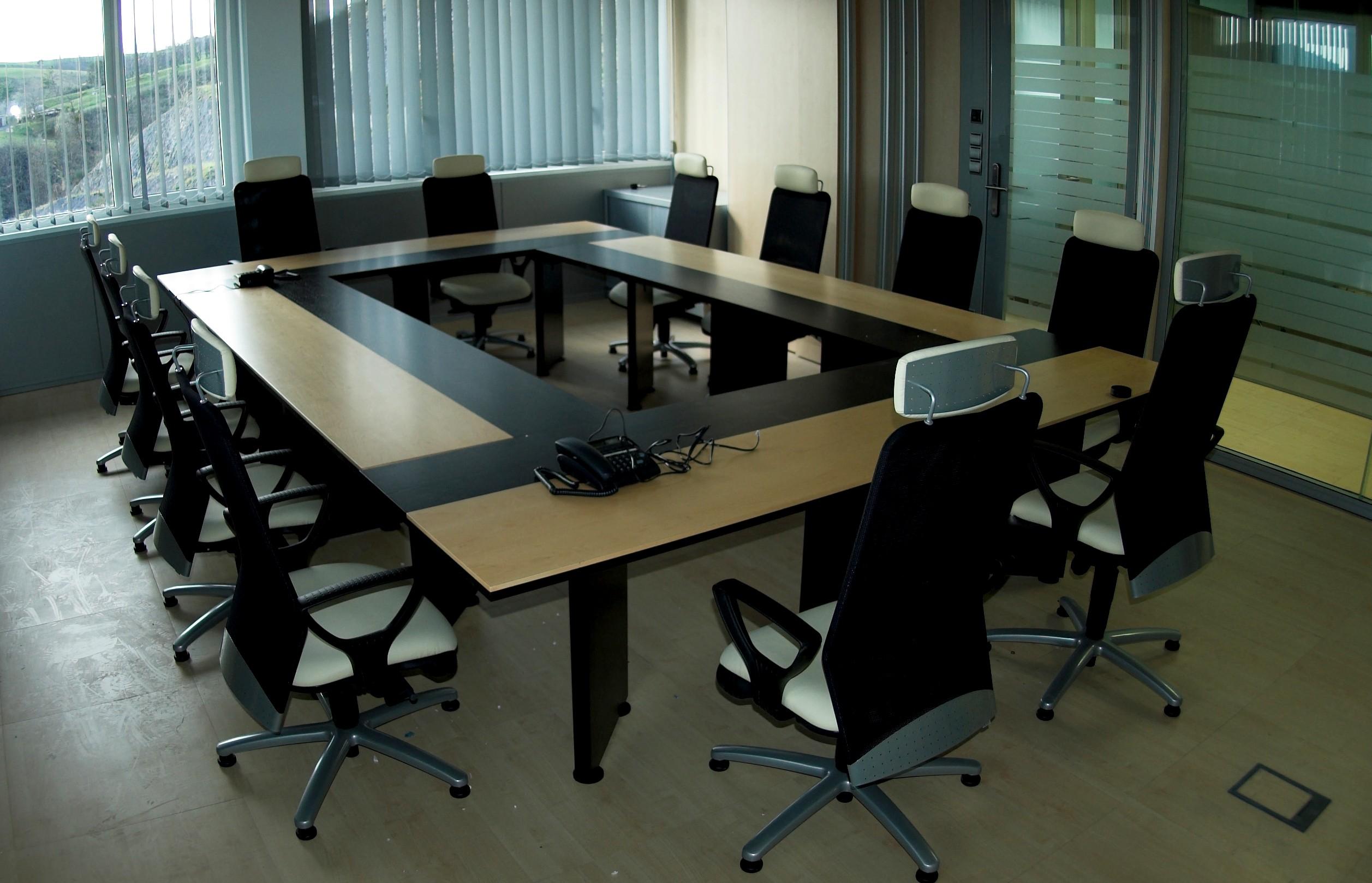 J card 5 estudio de planificaci n y venta de mobiliario for Mesas de 8 personas
